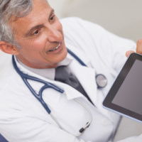 Doc%2520using%2520tablet%2520with%2520patient 4