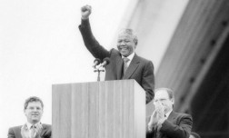 Nelson Mandela at Sydney Opera House, 1990. Photo: Newspix