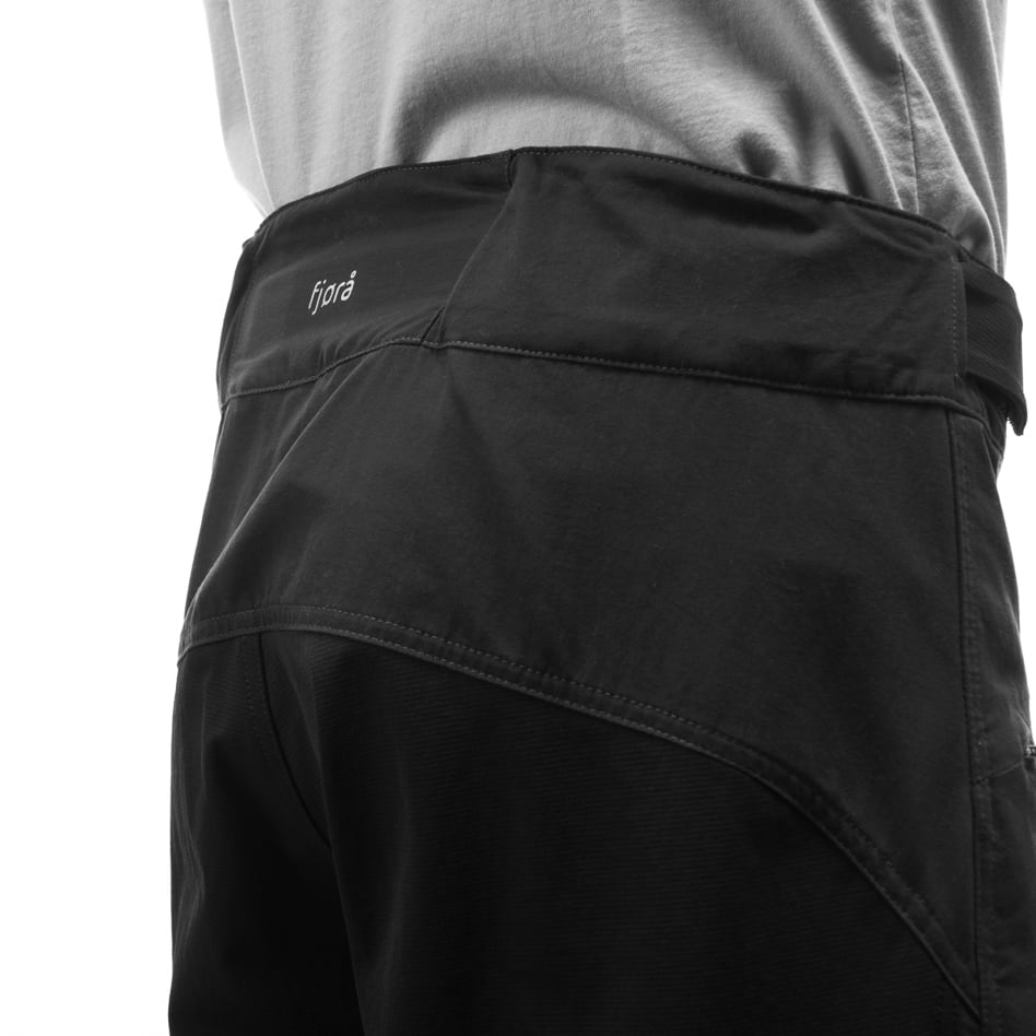 Technical details High waistband in the back
