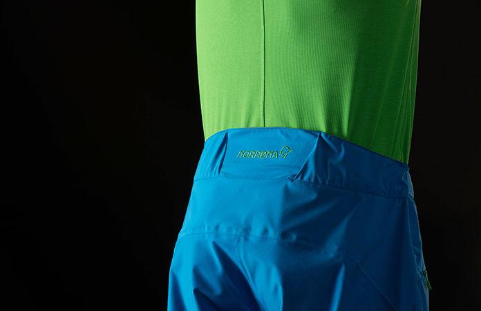 norrøna fjørå shorts med custom fit system i livet