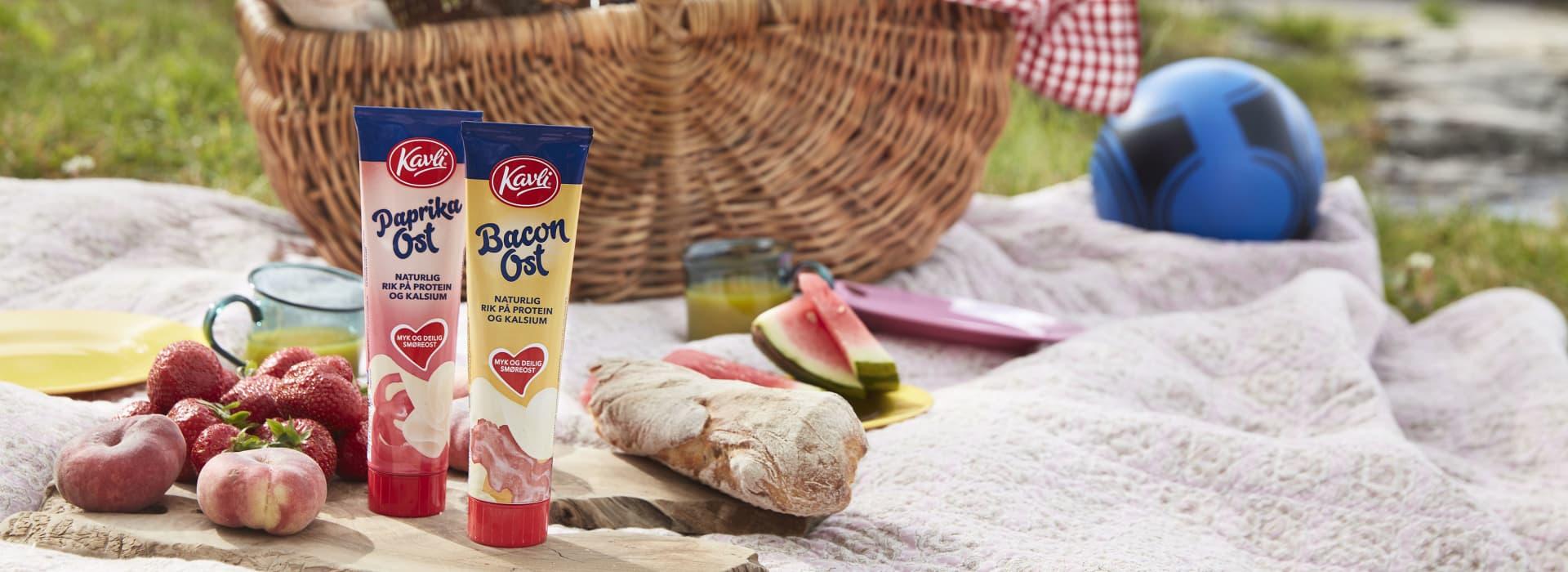 Piknik med Kavli tubeoster med smak av paprika og bacon.