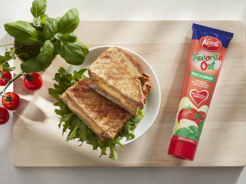 Ostesmørbrød med Kavli FavoritoOst med smak av pizza er en saftig og god sak.
