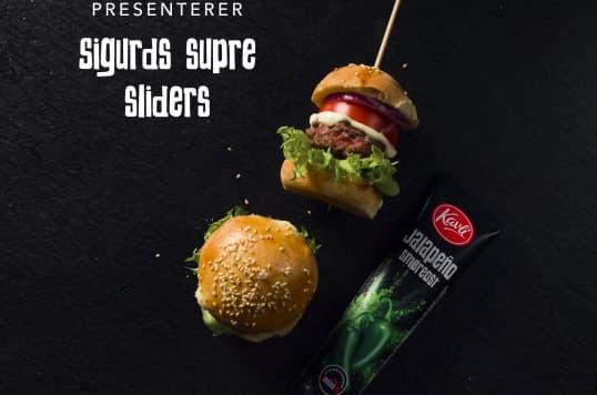 Små, saftige og smaksrike sliders med Kavli smøreost Jalapeño og hjemmebakte burgerbrød.