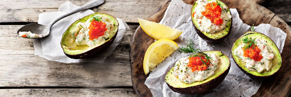 Avokado med vegansk skagenröra med tångkaviar