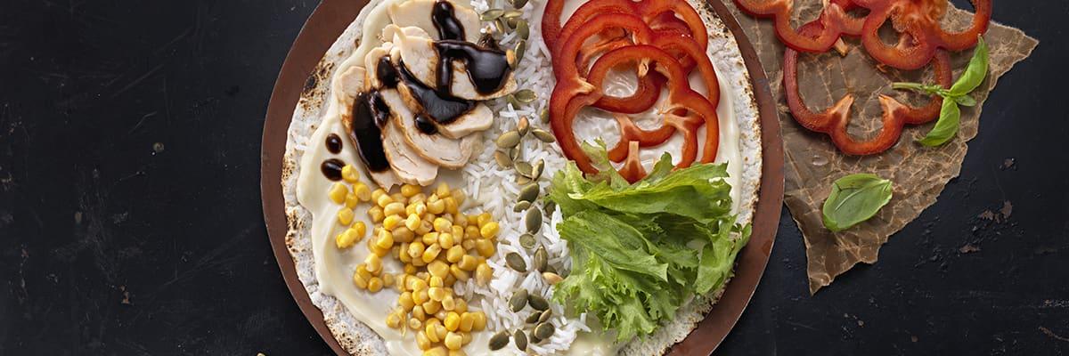 Wrap med BBQ-Kyckling, ris och Kavli Mildost