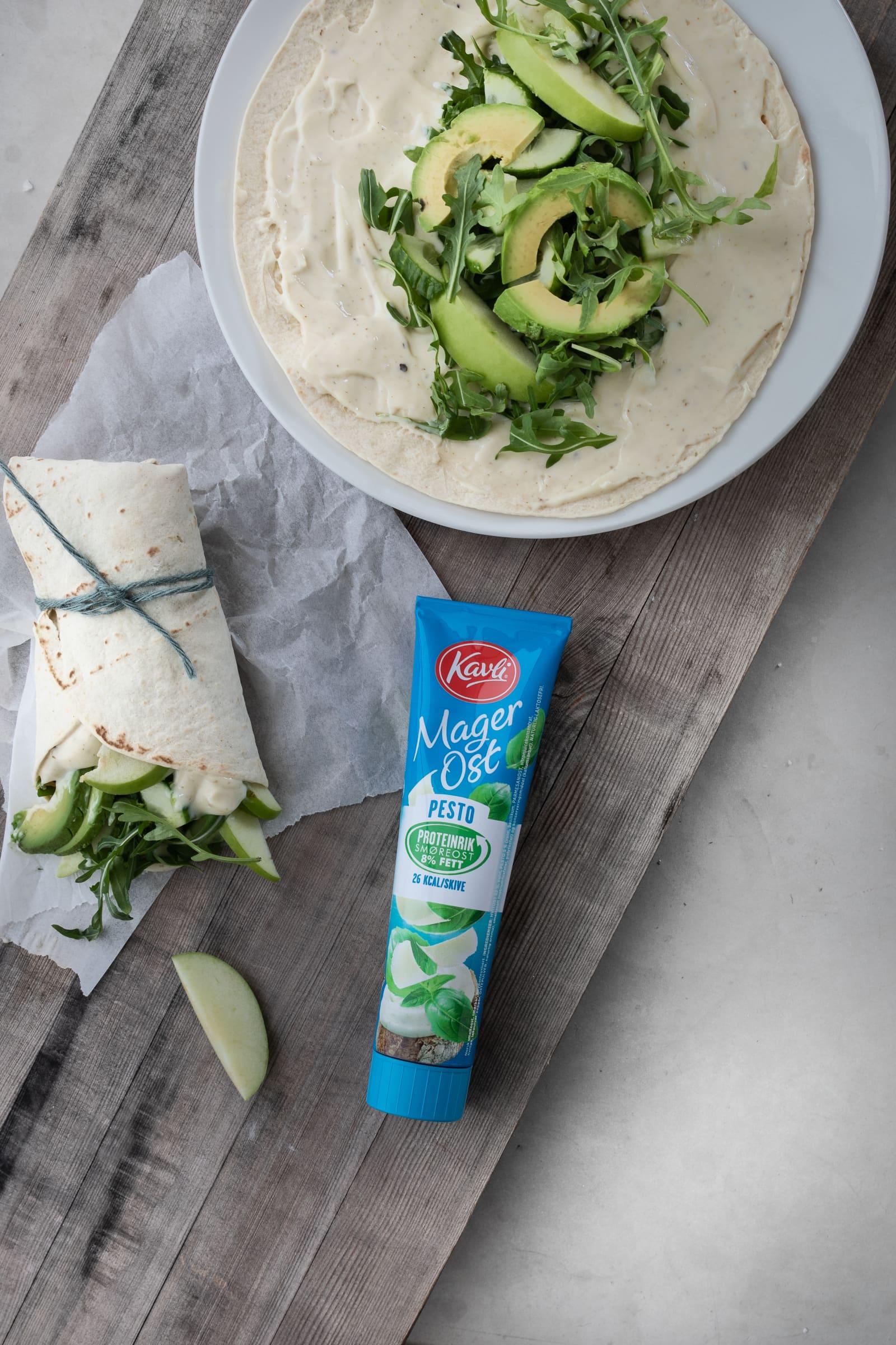 Wrap med Kavli MagerOst Pesto og grønne godsaker som eple, ruccola og avocado