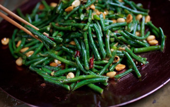 Stir-Fry Green Beans with Peanuts