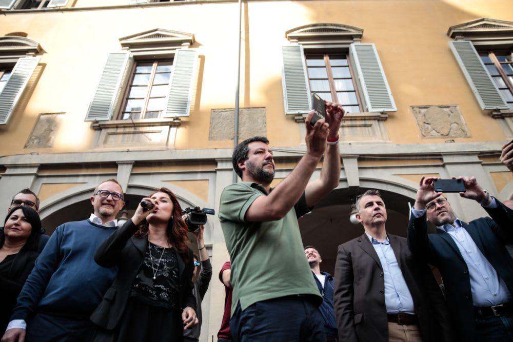 Un quarto d'ora di Salvini a Prato (selfie esclusi)