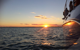 RedBalloon Hervey Bay Sunset Cruise with Open Bar