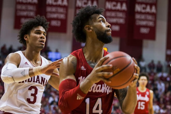 Indiana Basketball: Hoosiers stay in top 25 despite loss on Friday