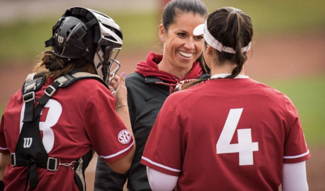 HawgBeat - Softball Hogs nearly pull off upset, return home with top