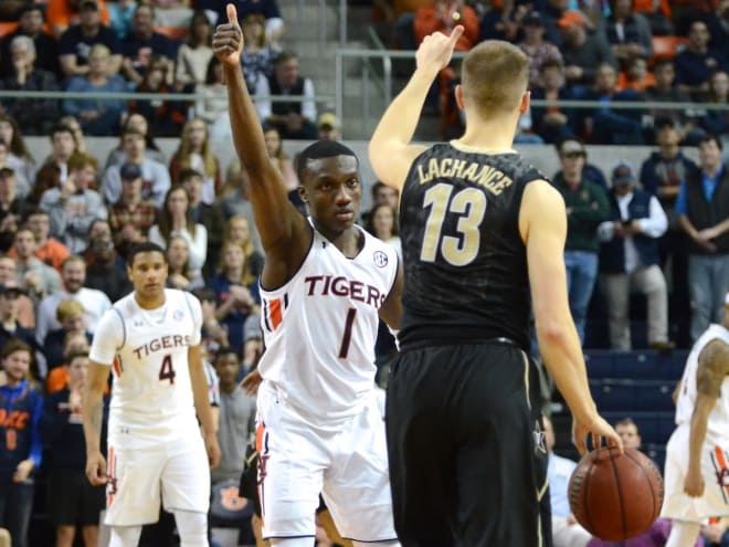 Bryce Brown, Mustapha Heron help No. 11 Auburn hold off Vanderbilt