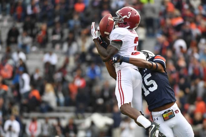 Alabama Crimson Tide wide receiver Calvin Ridley (3) is unable to make a catch during the second quarter against the Auburn Tigers at Jordan-Hare Stadium. Photo | USA Today