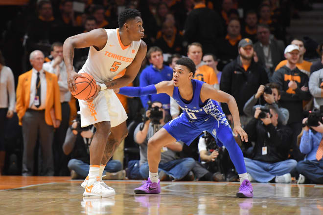 Last minute shot lifts No. 15 Tennessee over Kentucky, 61-59