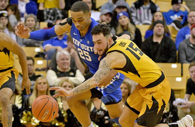Kentucky forward Reid Travis sprains right knee in win over Missouri