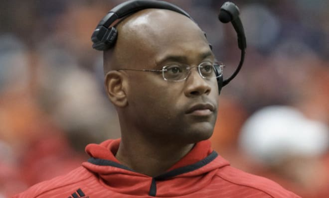 South Carolina football will add Des Kitchings to its staff on Friday.