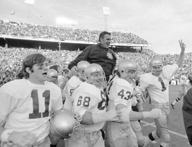 Legendary Notre Dame football coach Ara Parseghian dead at age 94