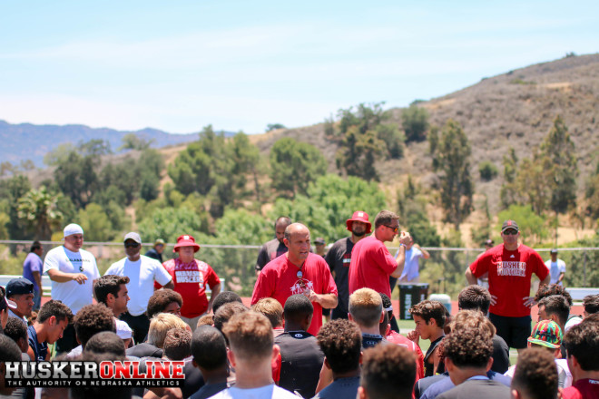 Huskers head coach Mike Riley addressing the players at the end of the camp