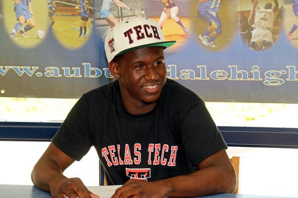 Keon Clergeot elected to sign his NLI with Texas Tech during the early signing period in November.