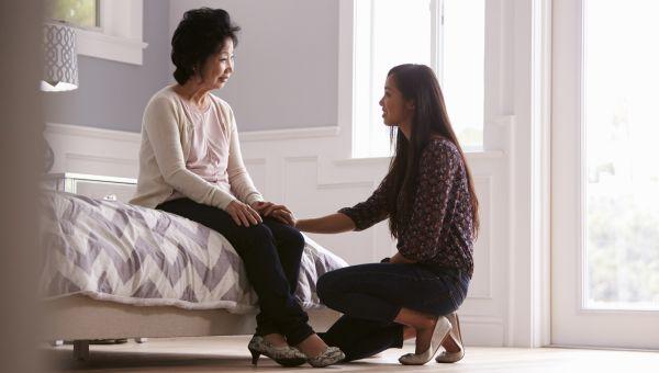 Surprising Ways Alzheimer's Impacts Women Differently Than Men