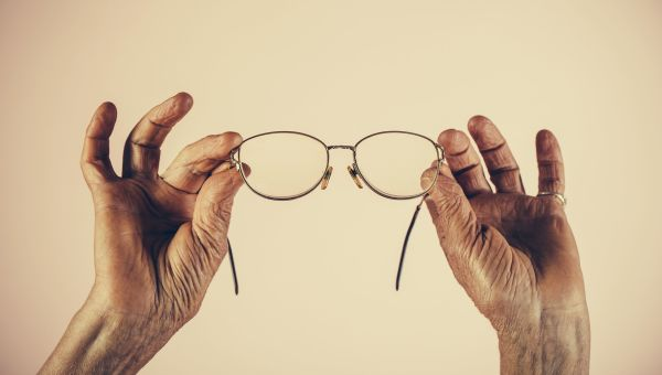 4 Ways to Protect Your Eyes As You Age