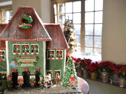 2016 National Gingerbread House Competition & Display