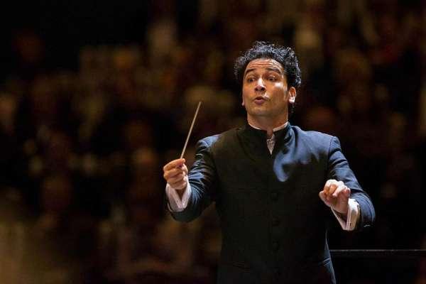 Andrés Conducts Brahms