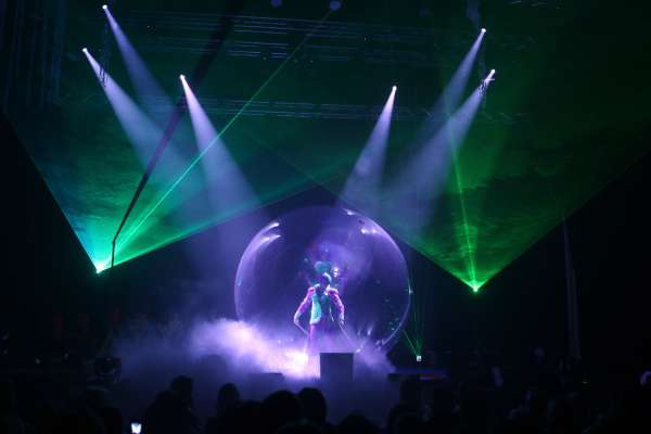 B-Underwater Bubble Show