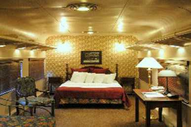 Victorian train car room at the Chattanooga Choo Choo