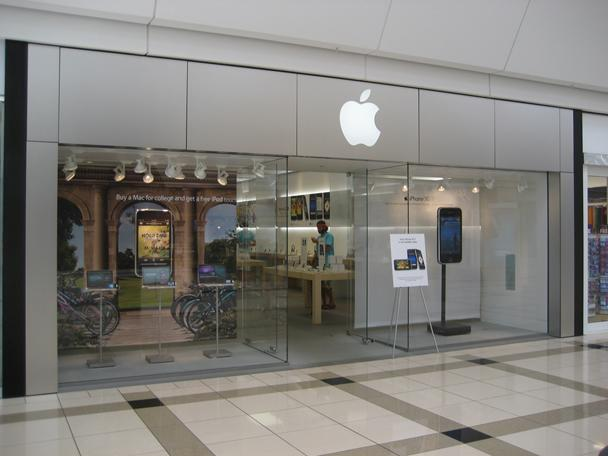 Apple Store at Rivertown Crossings, Grand Rapids