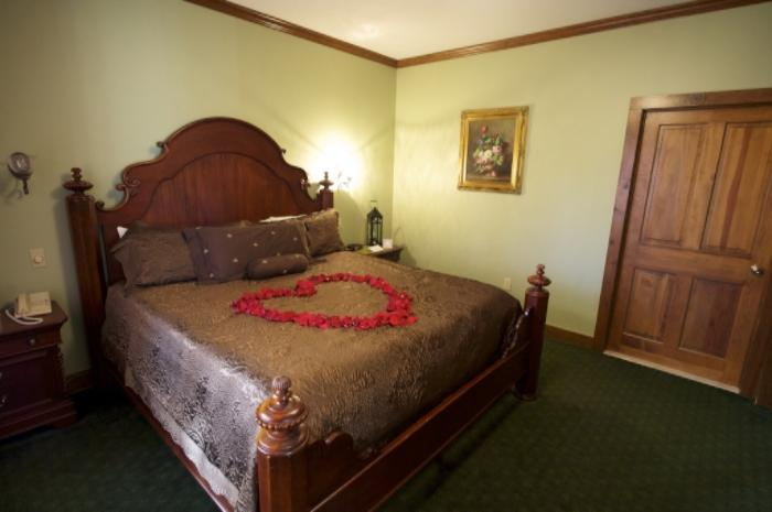 Romantic Stays in the Pocono Mountains