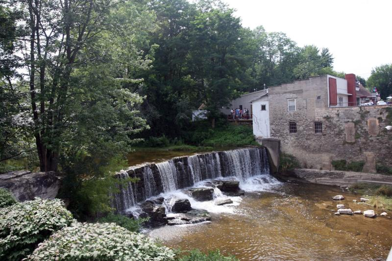 waterside-wine-bar-phelps-exterior-waterfall