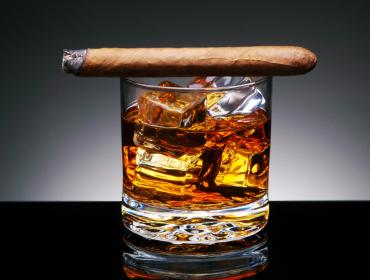 Cigars on Ice: A Cool Night on a Hot Rooftop!