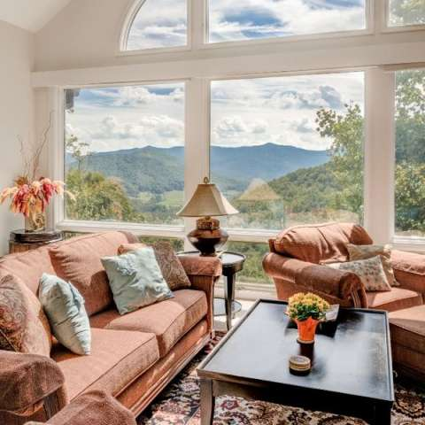 Places to stay in asheville asheville nc 39 s official for Cheap cabin rentals in asheville nc