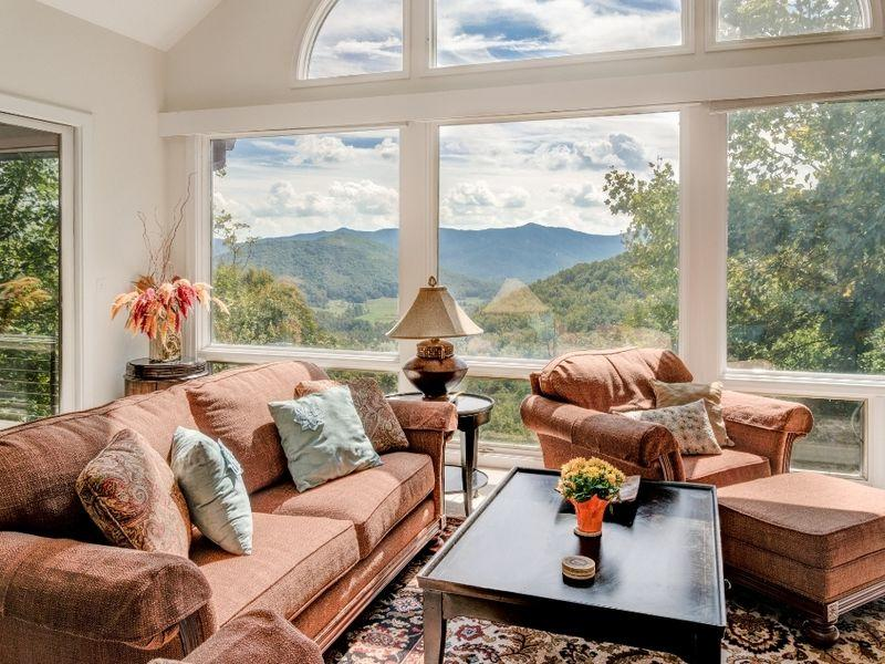 Cabins cottages asheville nc 39 s official travel site for Asheville cabin rentals pet friendly