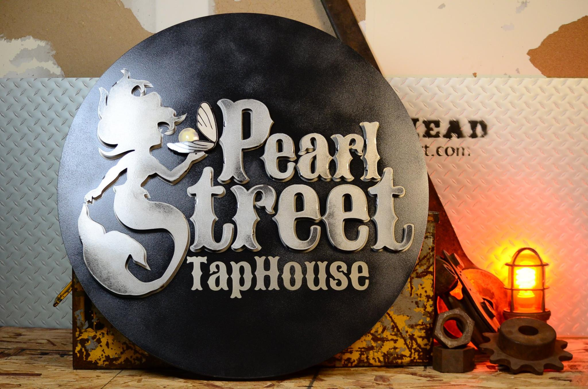 Pearl Street Taphouse sign