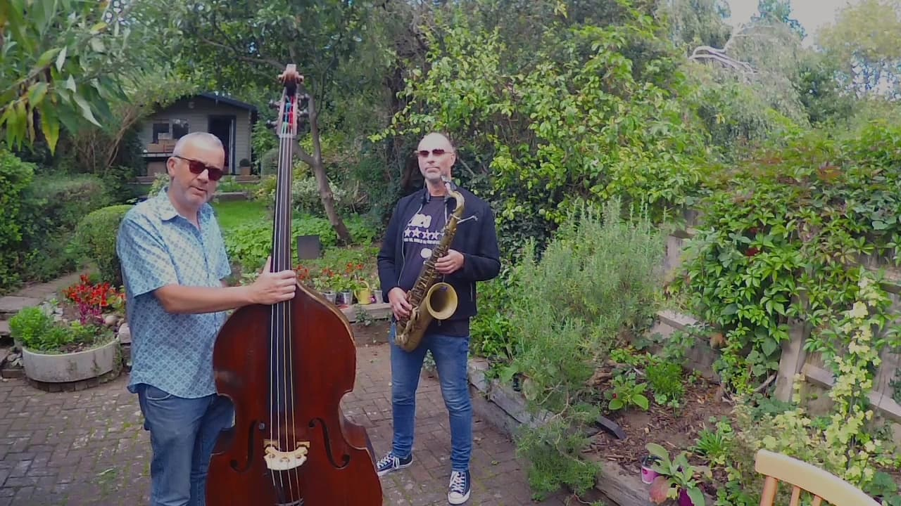 'Jingle Bells' with Rob Townsend & Arnie Somogyi | Music At Home