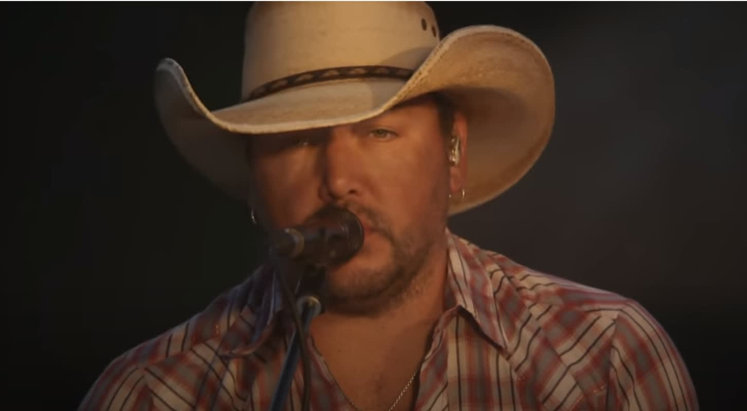 """Jason Aldean performs """"Got What I Got"""" on Late Night With Seth Meyers"""