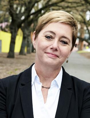 Ms Louise Davidson