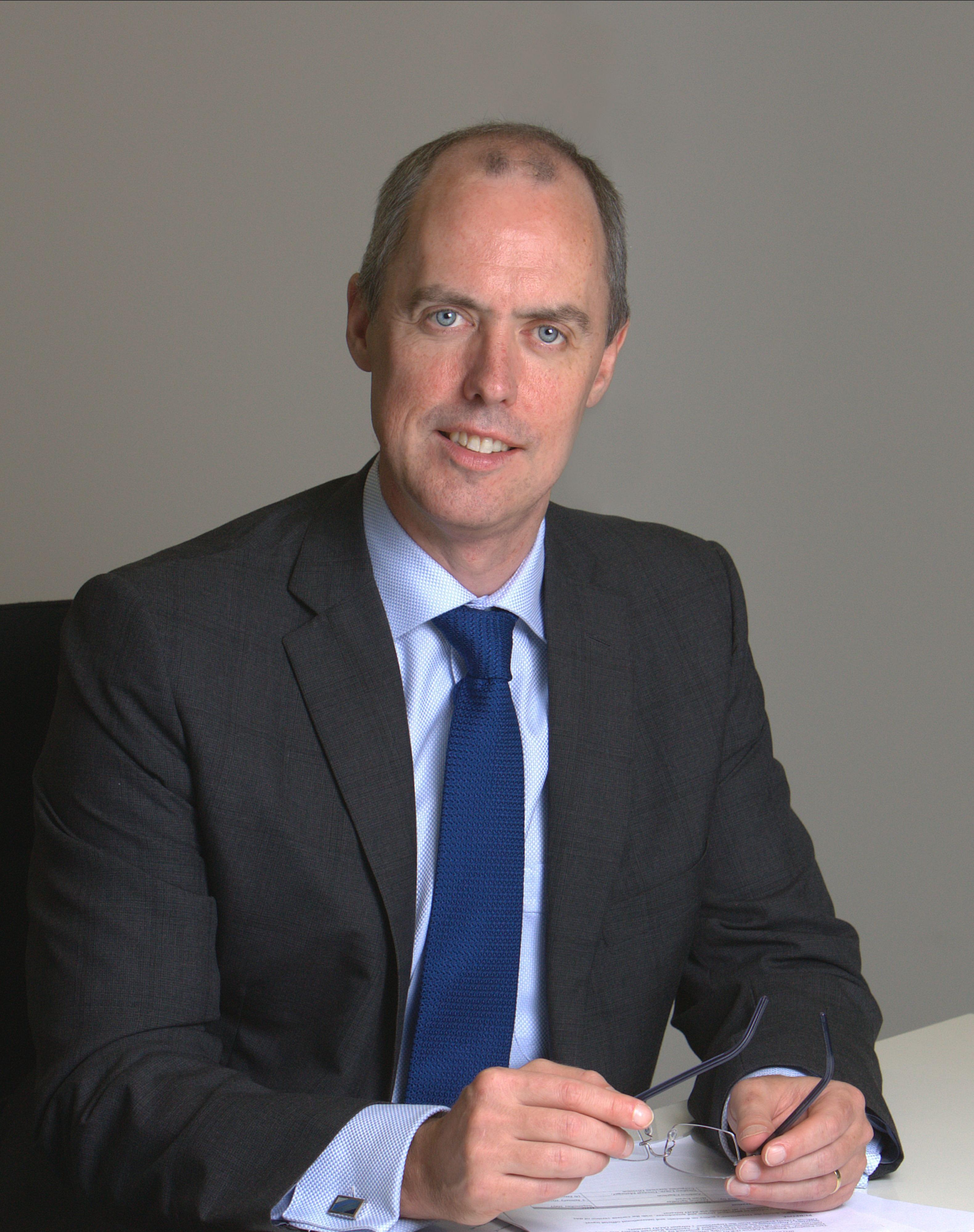 Dr Stephen  Donaghue