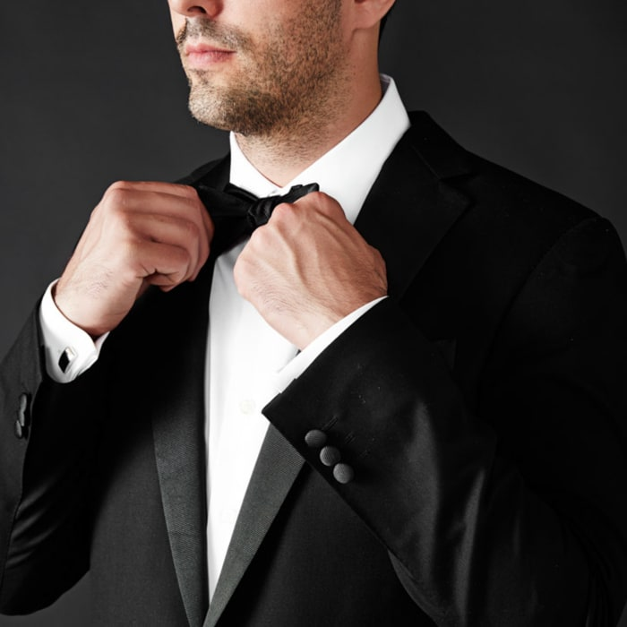 How to tie a bow tie square