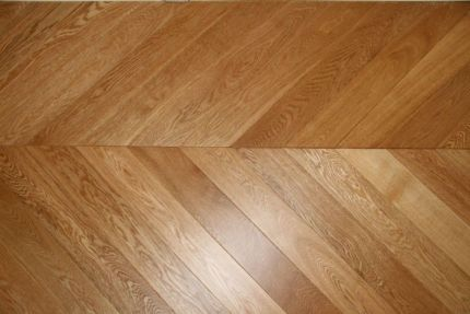 Prime Engineered Oak Chevron UV Lacquered 15/4mm By 90mm By 850mm
