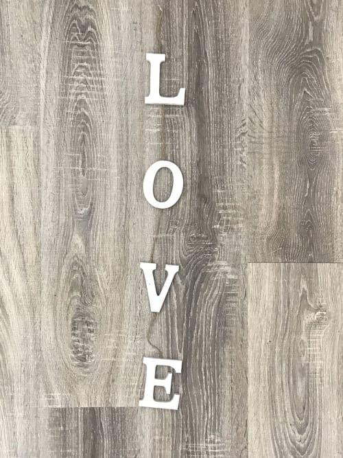 Scritta, in legno, Love bianca