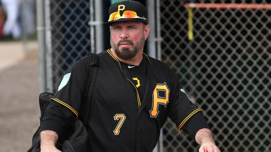 Garth Brooks opens up about Roberto Clemente inspiring his love for baseball