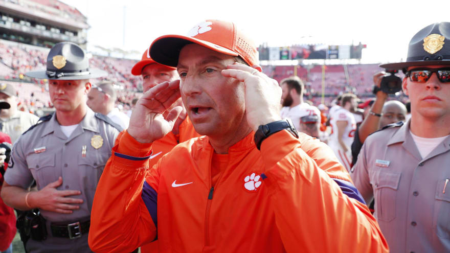 Clemson left out of playoff in first CFP rankings of season