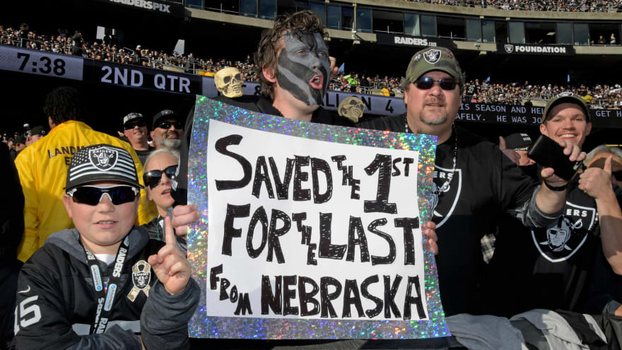 Ugly scene unfolds in Oakland after Raiders' final home game