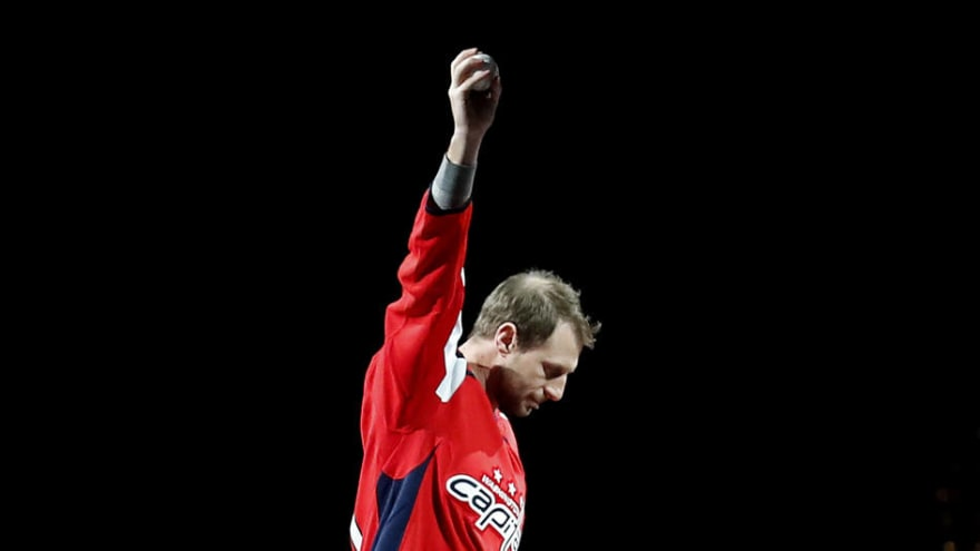 Max Scherzer almost fell before ceremonial puck drop at Capitals game