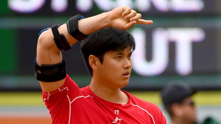 Shohei Ohtani wears large robot-like brace while running bases