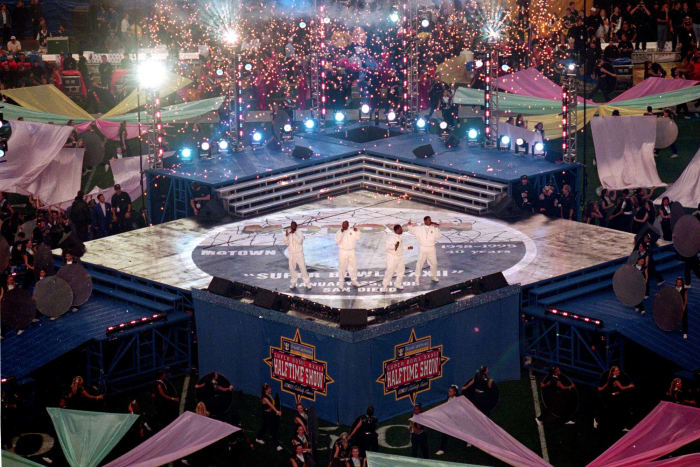 Super Bowl XXXII halftime show - Boyz II Men