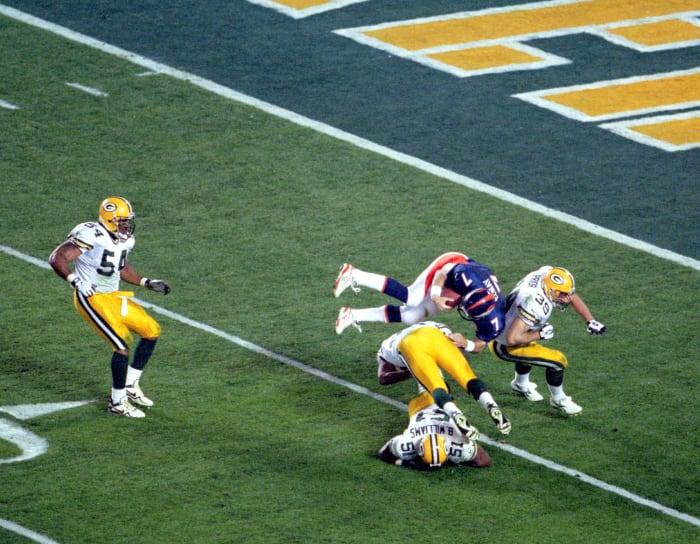 Throwback Elway scramble ignites Broncos
